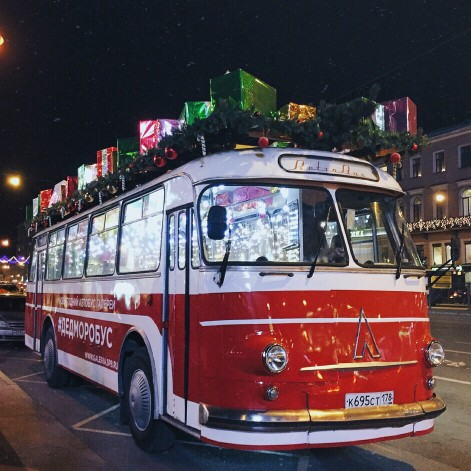 Autocar con regalos de Papá Noel