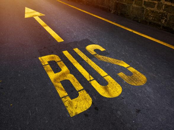 De autocares a mascarillas: 8 adaptaciones de negocios al COVID-19