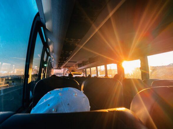 Qué hacer y qué no hacer: 5 consejos para no acabar siendo «el raro» del autocar